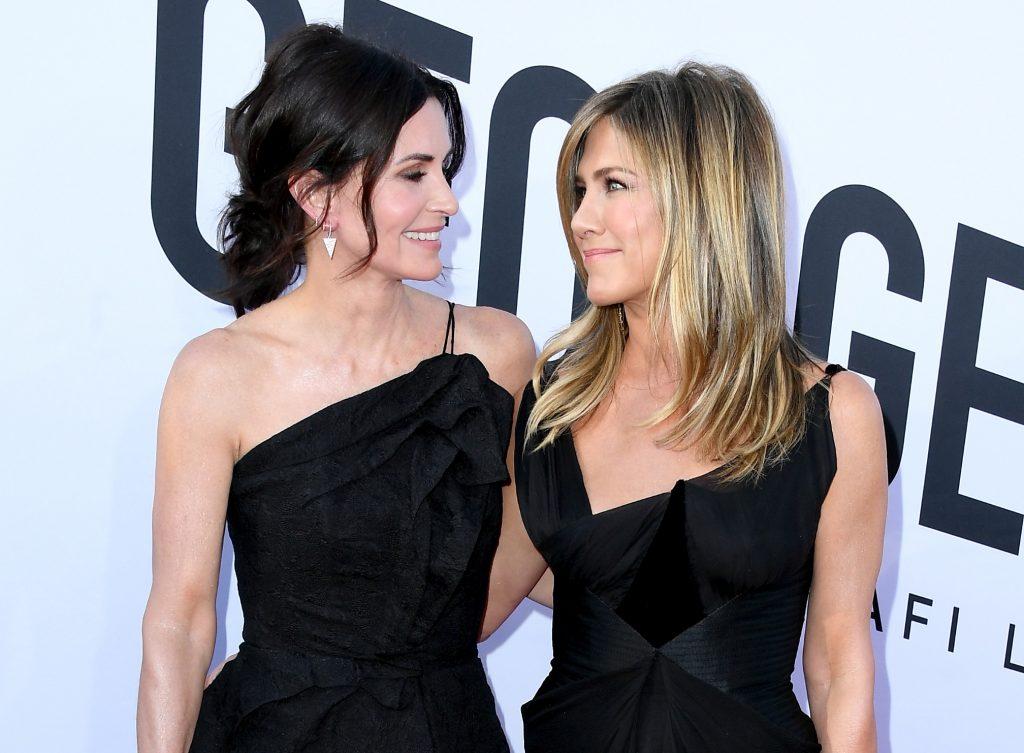 Courteney Cox et Jennifer Aniston assistent au 46e gala du Life Achievement Award de l'American Film Institute en hommage à George Clooney au Dolby Theatre le 7 juin 2018 à Hollywood.