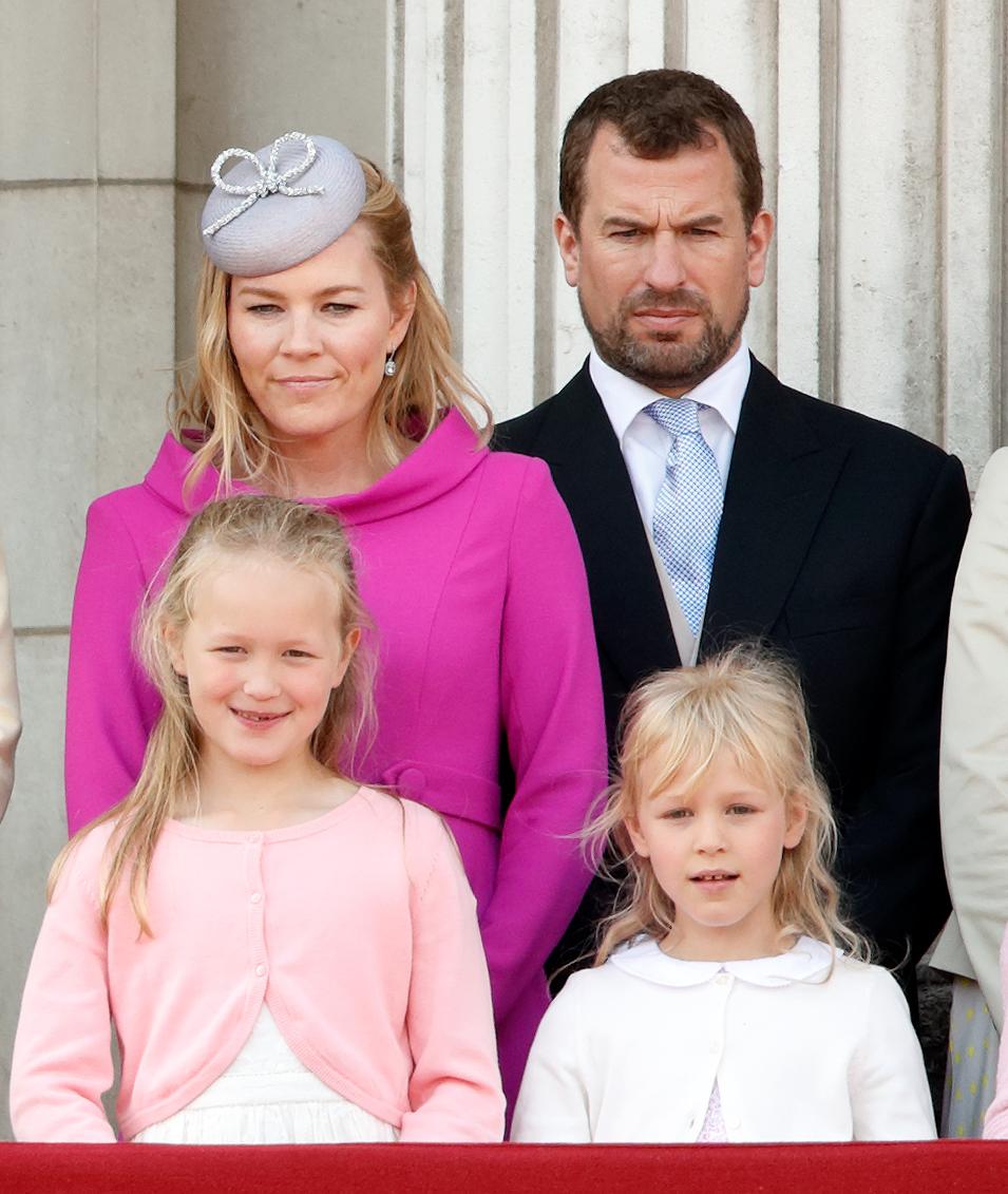 Peter Phillips et Autumn Phillips et leurs enfants Savannah et Isla.