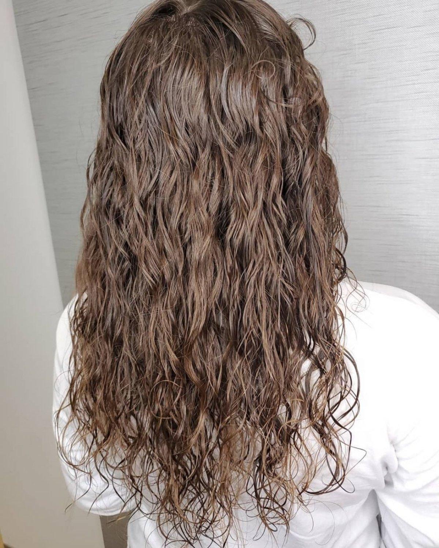 permanente ondulée pour cheveux longs pour filles