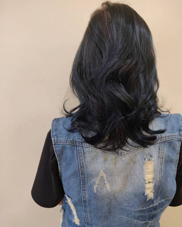 cheveux mi-longs ondulés permanente