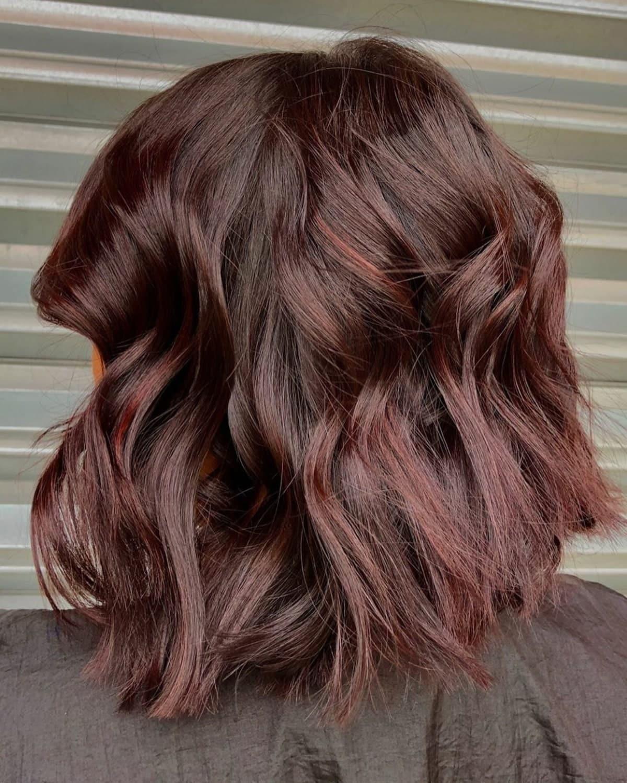 Cheveux roux riches avec de subtils reflets