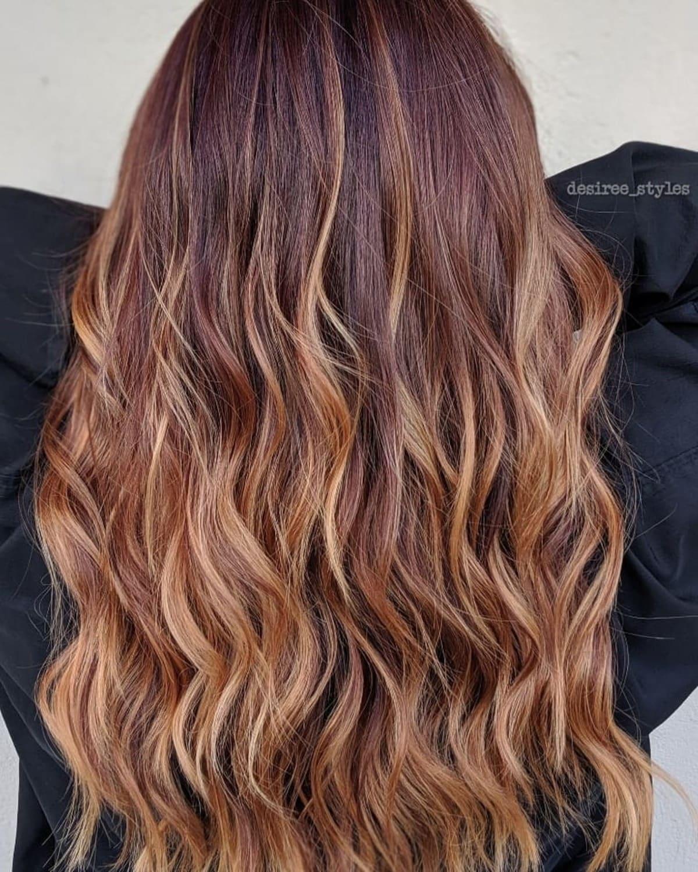 Cheveux roux avec mèches, style Ombre