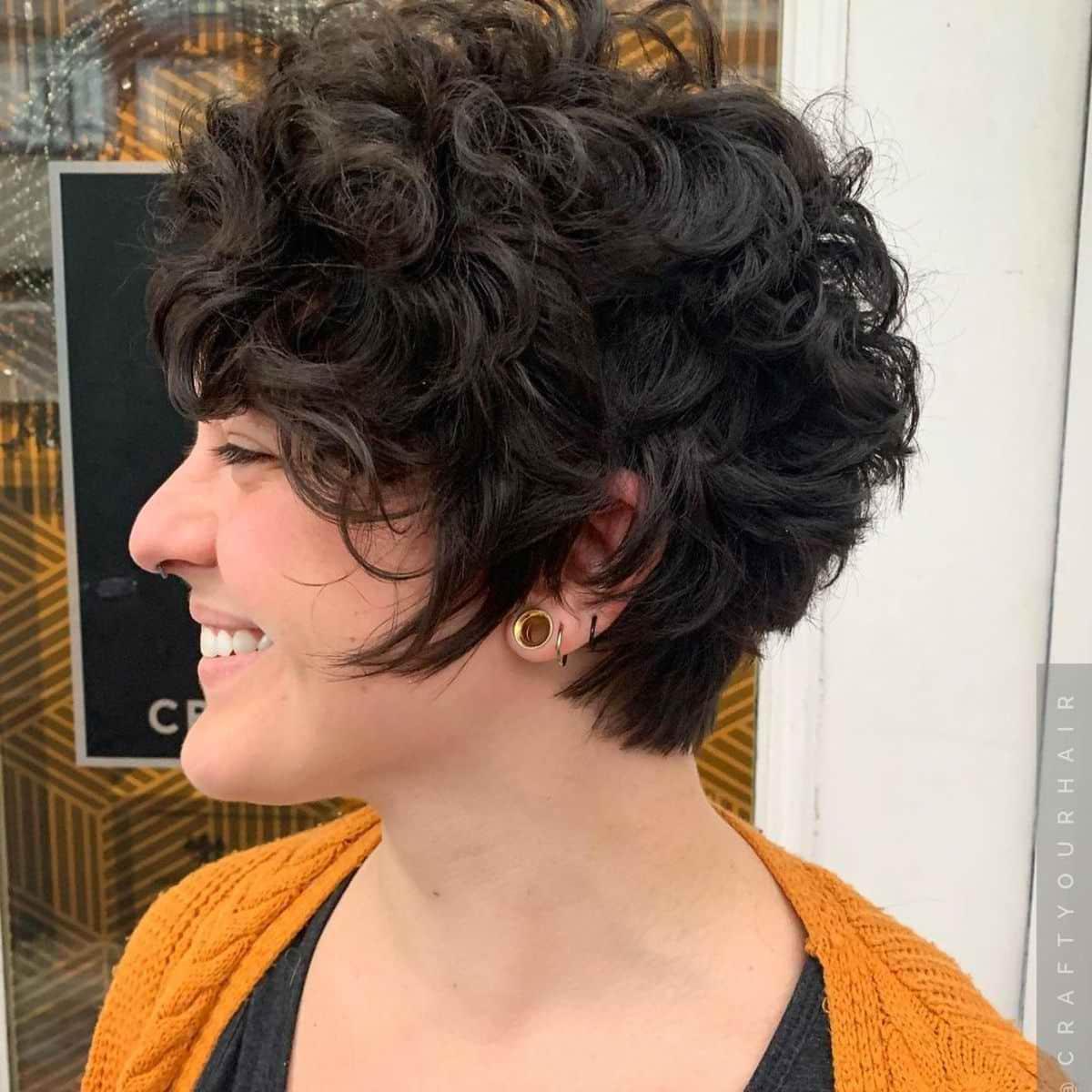 La coupe de cheveux frisés Pixie Bob