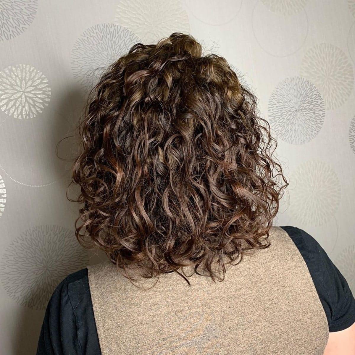 permanente spirale lâche pour cheveux courts