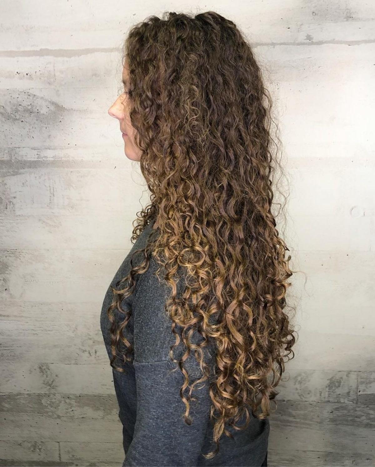 permanente spirale de boucles lâches sur cheveux longs