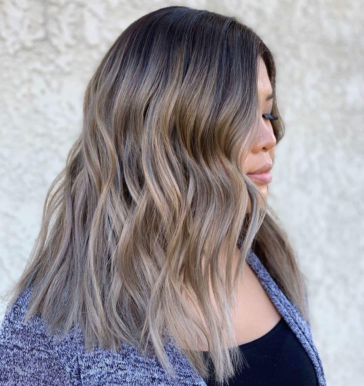 cheveux bruns clairs cendrés pour femme asiatique