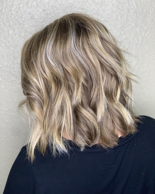 balayage brun cendré clair sur cheveux courts
