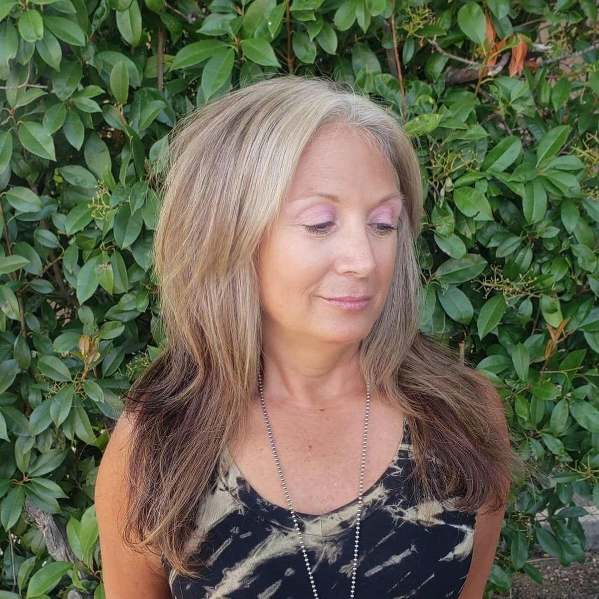 cheveux longs dégradés bruns et gris