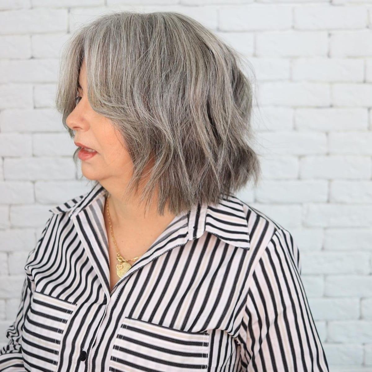 coupe hirsute pour cheveux gris épais