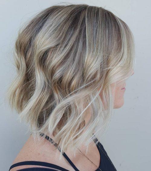 Lobe blond chic avec cheveux ondulés
