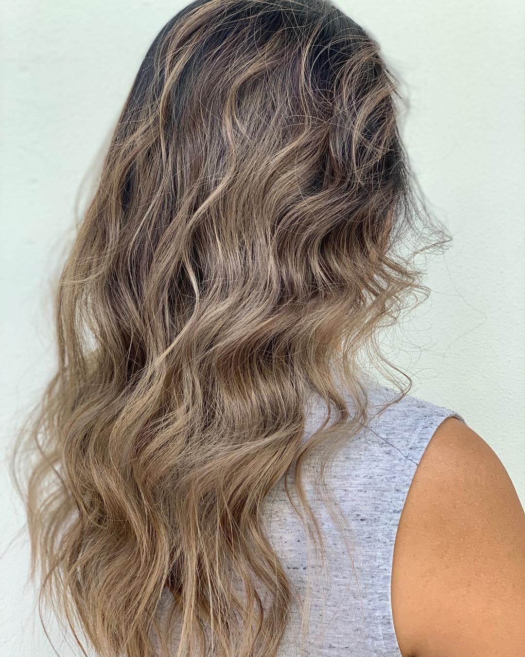 Eblouissant sur cheveux décolorés