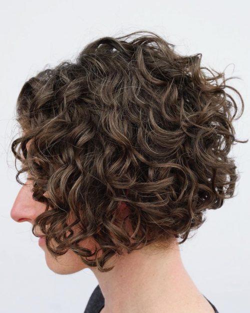 Cheveux courts texturés, bouclés et ondulés