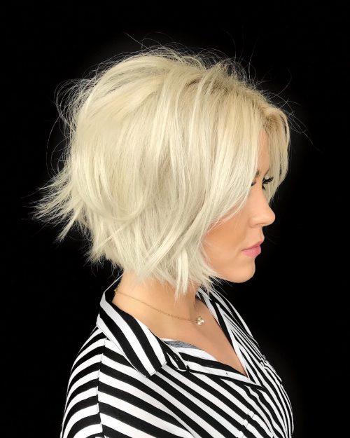 coupe blonde courte ondulée