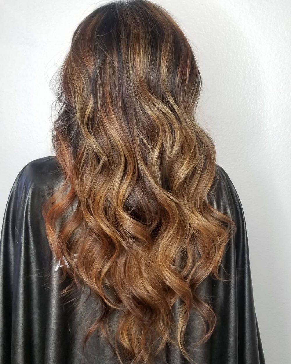 Cheveux bruns cuivrés dorés clairs