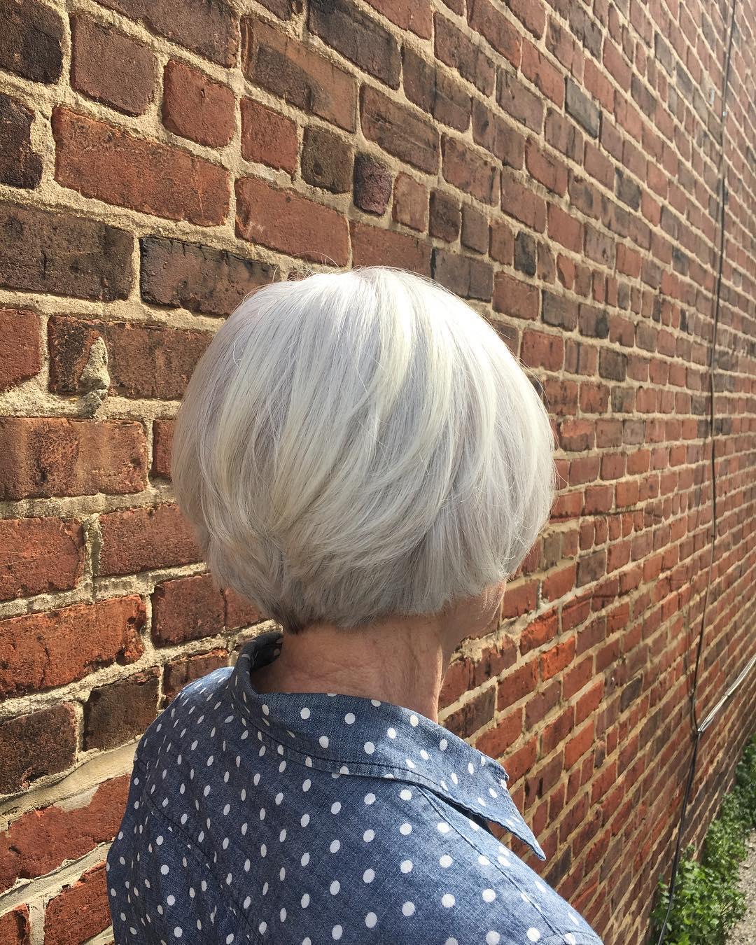Pixie Bob blanc pour les femmes de 50 ans aux cheveux épais