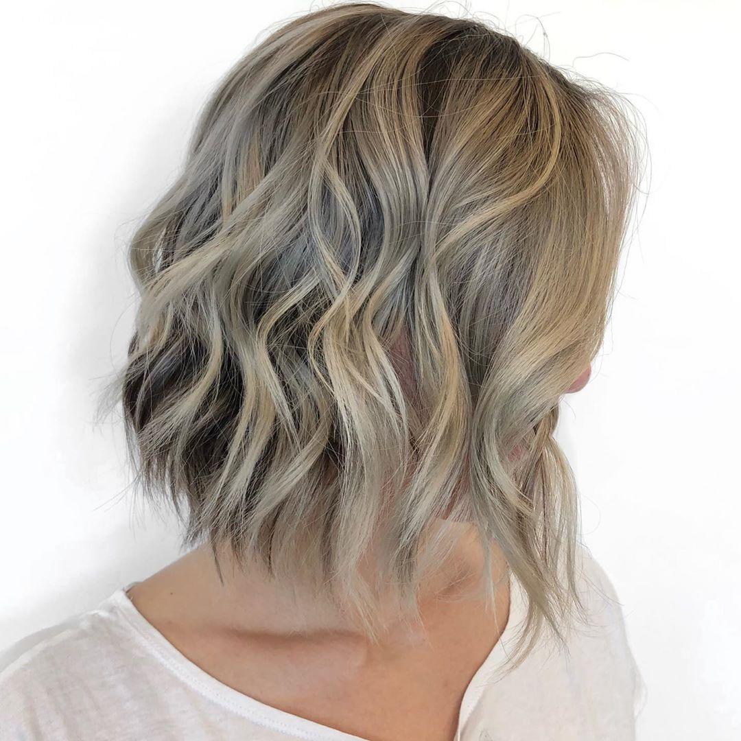 Blond cendré clair sur cheveux courts