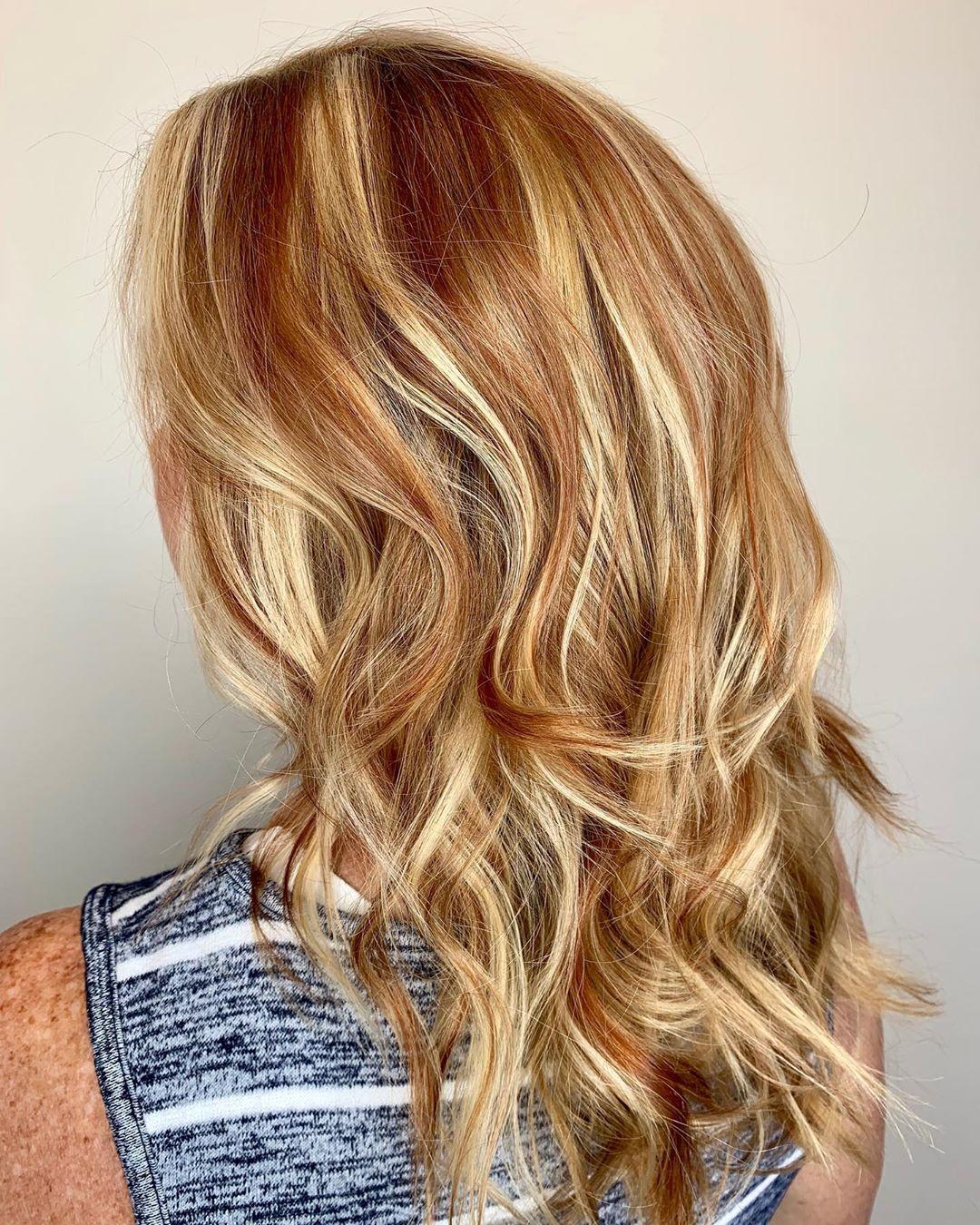 blond cendré clair sur cheveux orange