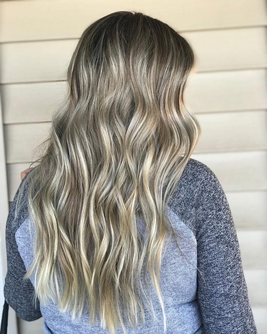 blond cendré clair avec reflets platine