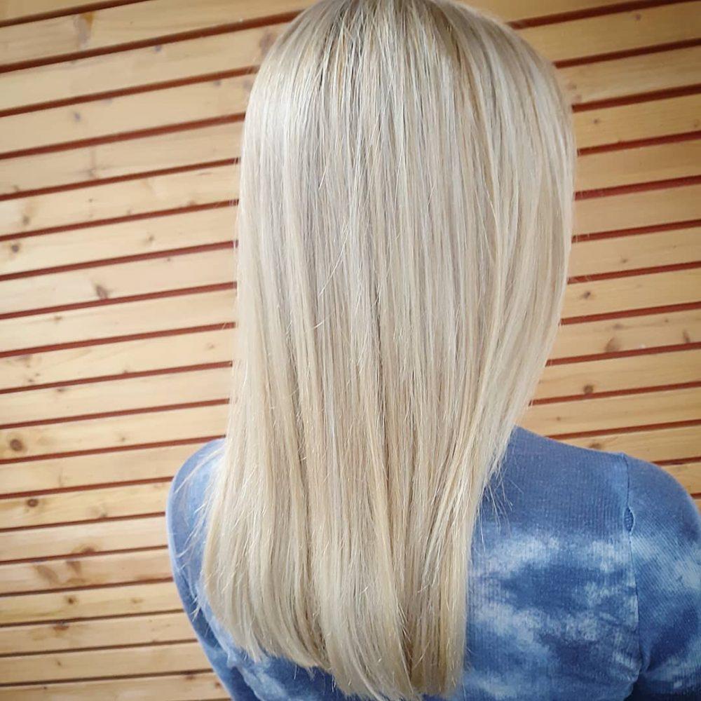 cheveux blond cendré très clair