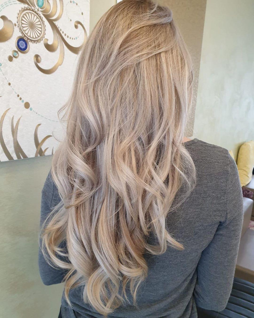 cheveux blond cendré extra clair
