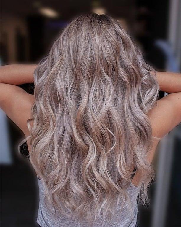 Brun cendré clair sur cheveux blonds