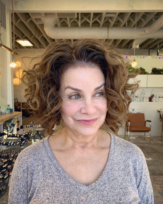 Curls Layered pour les femmes de plus de 60 ans