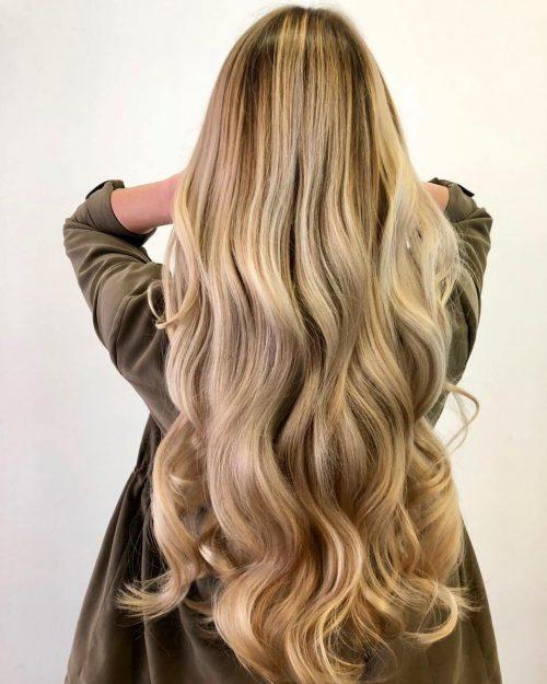 Magnifique cheveux blonds longs ondulés