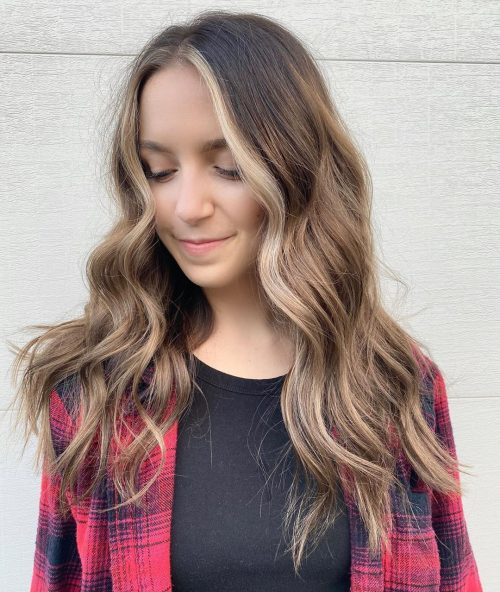 cheveux longs ondulés et désordonnés