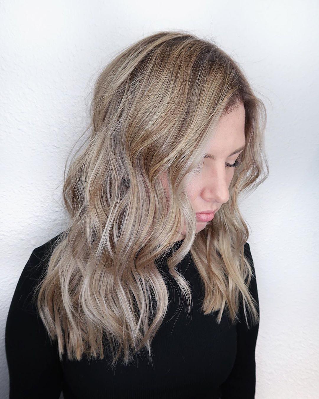 cheveux blond platine beige
