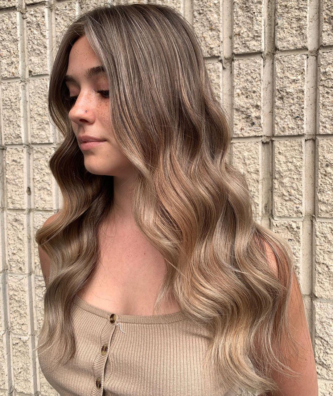 Cheveux blond cendré beige
