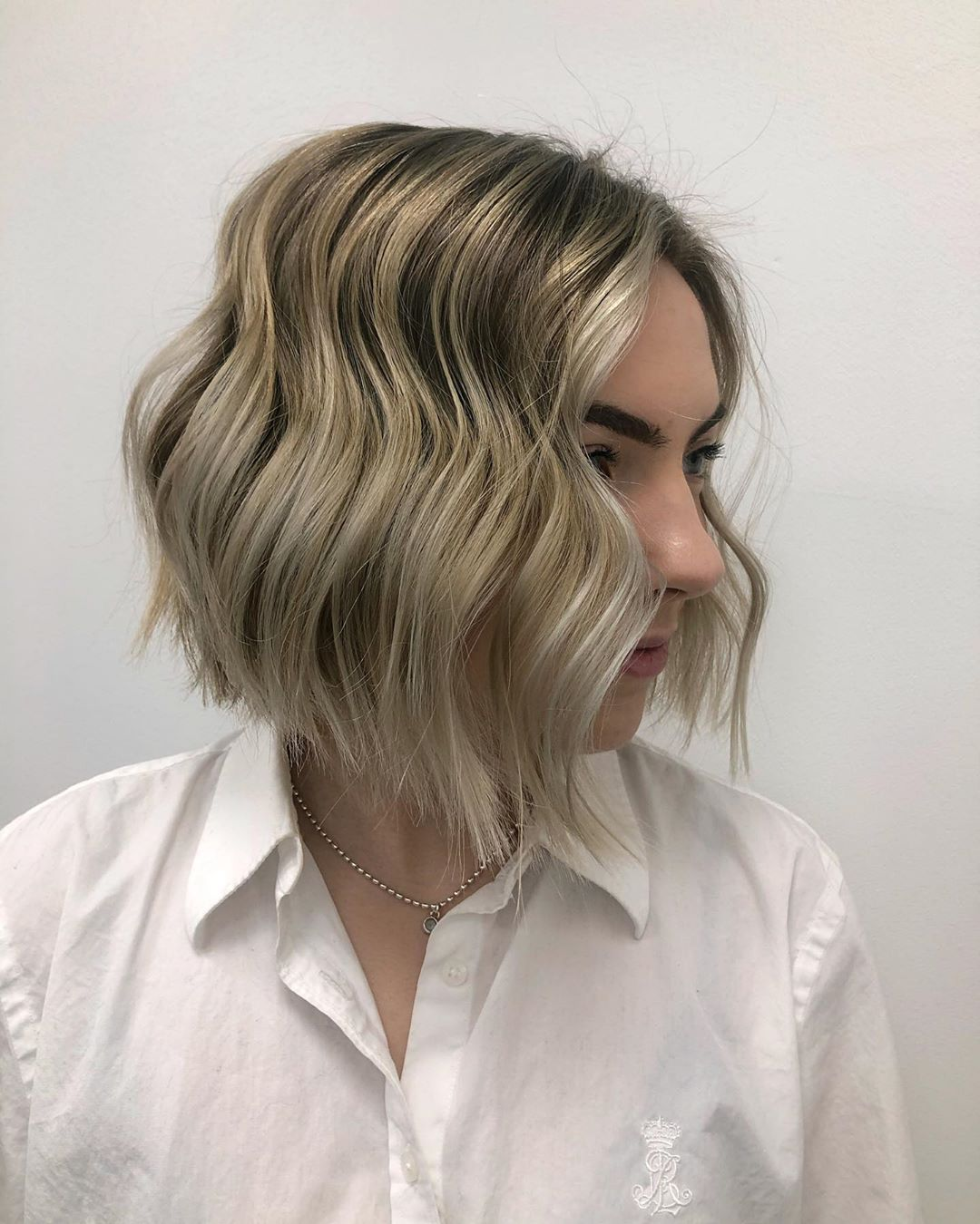 Cheveux courts blonds beiges