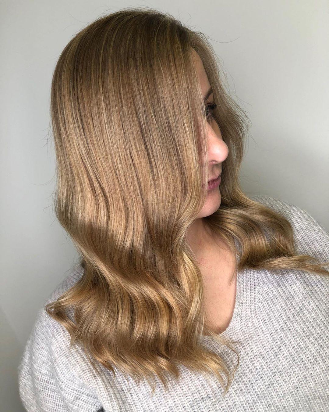 cheveux blond doré beige