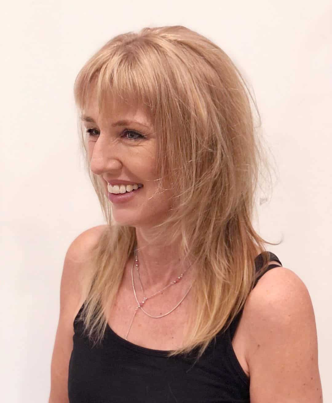 La coupe de cheveux longue pour les femmes plus âgées