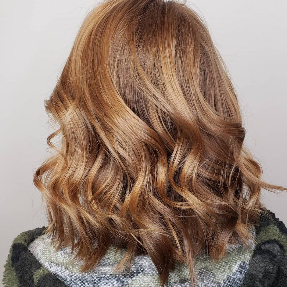 Cheveux blonds caramels et auburn