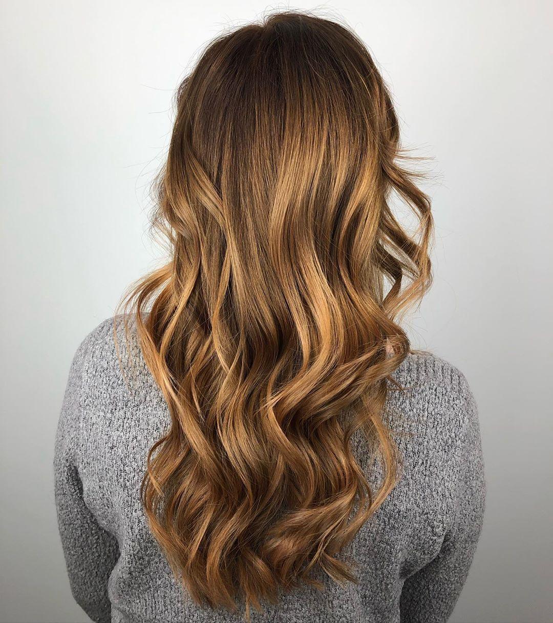 Cheveux caramel et blond froid