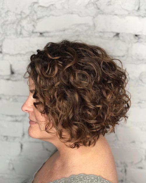 coupe de cheveux frisée inversée