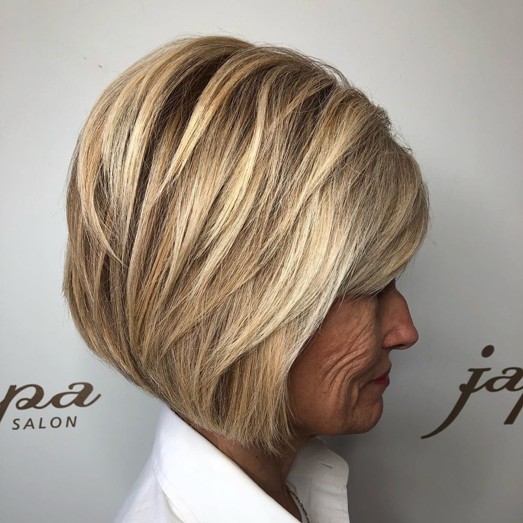 coupe de cheveux bob longueur menton pour les femmes de 70 ans