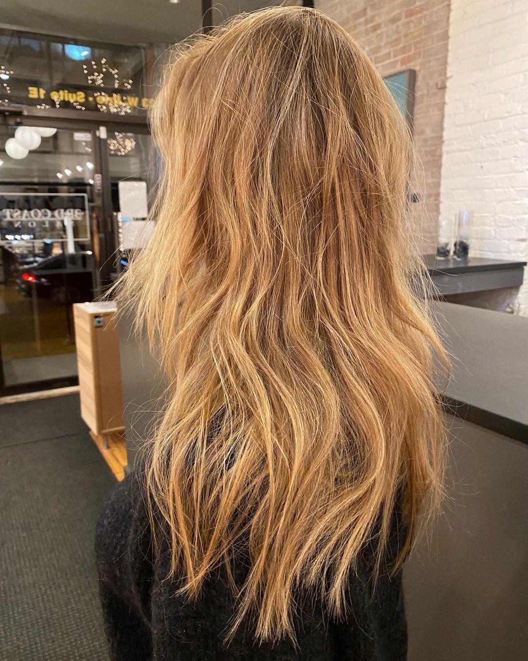 Couleur de cheveux d'hiver bronde fraise 2021