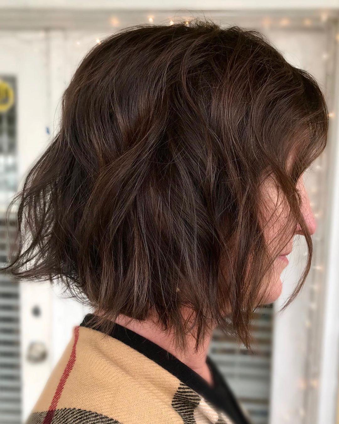 Flatteuse chevelure brune chocolatée