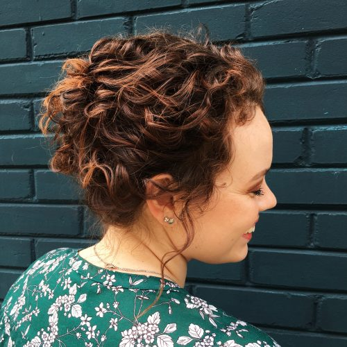 Photo de la coiffure bouclée améliorée