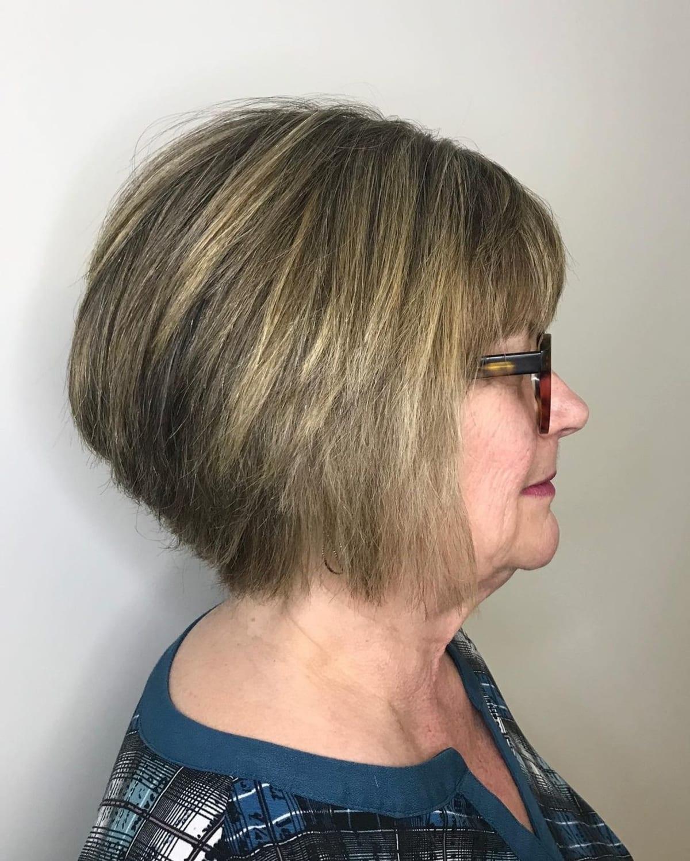 coupe de cheveux pour les femmes plus âgées