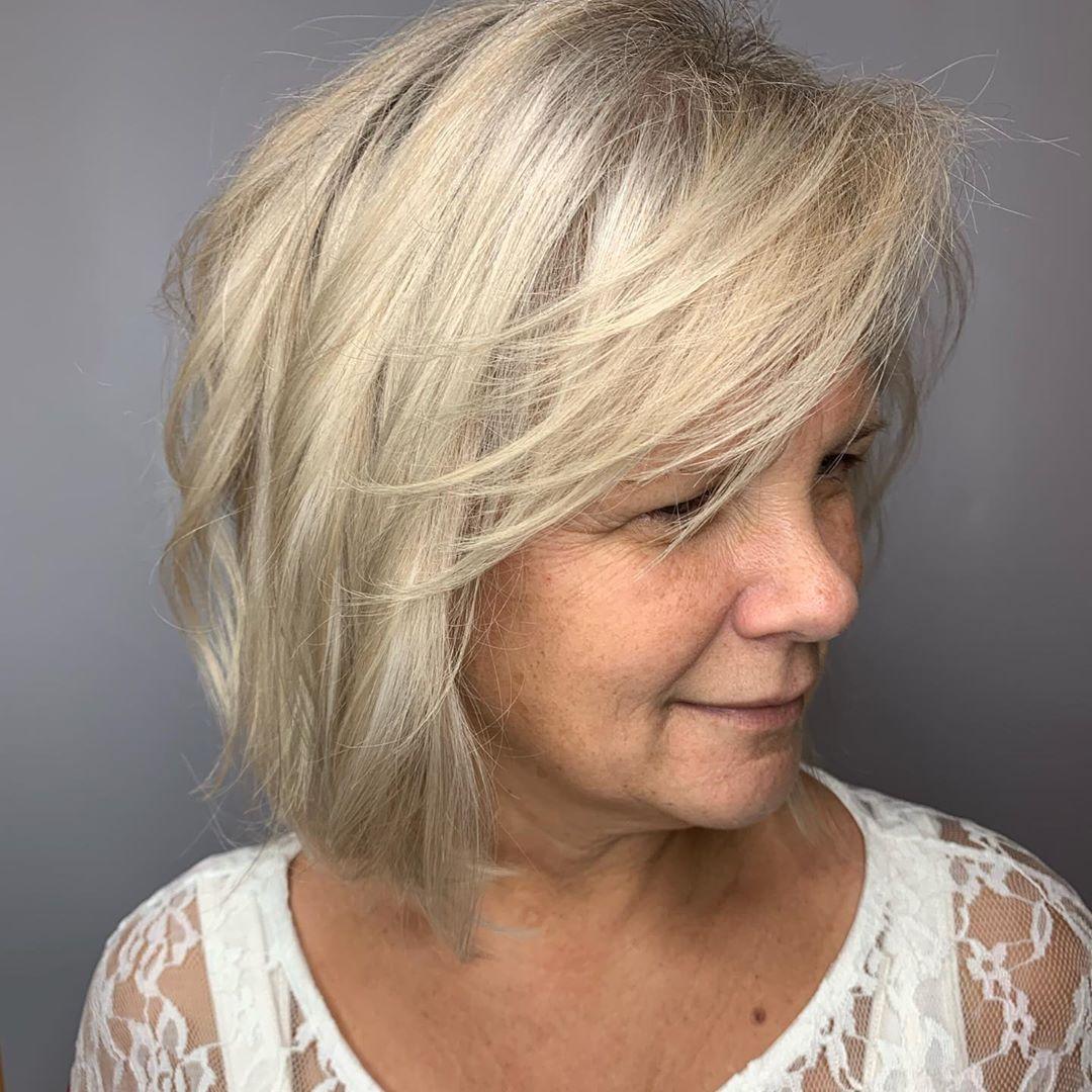La coupe de cheveux texturée pour les cheveux fins