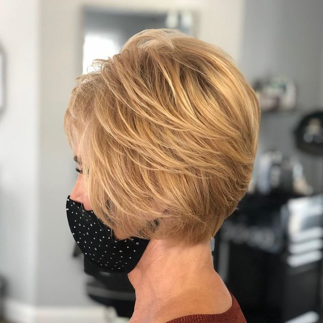 La coupe à étages pour les cheveux fins