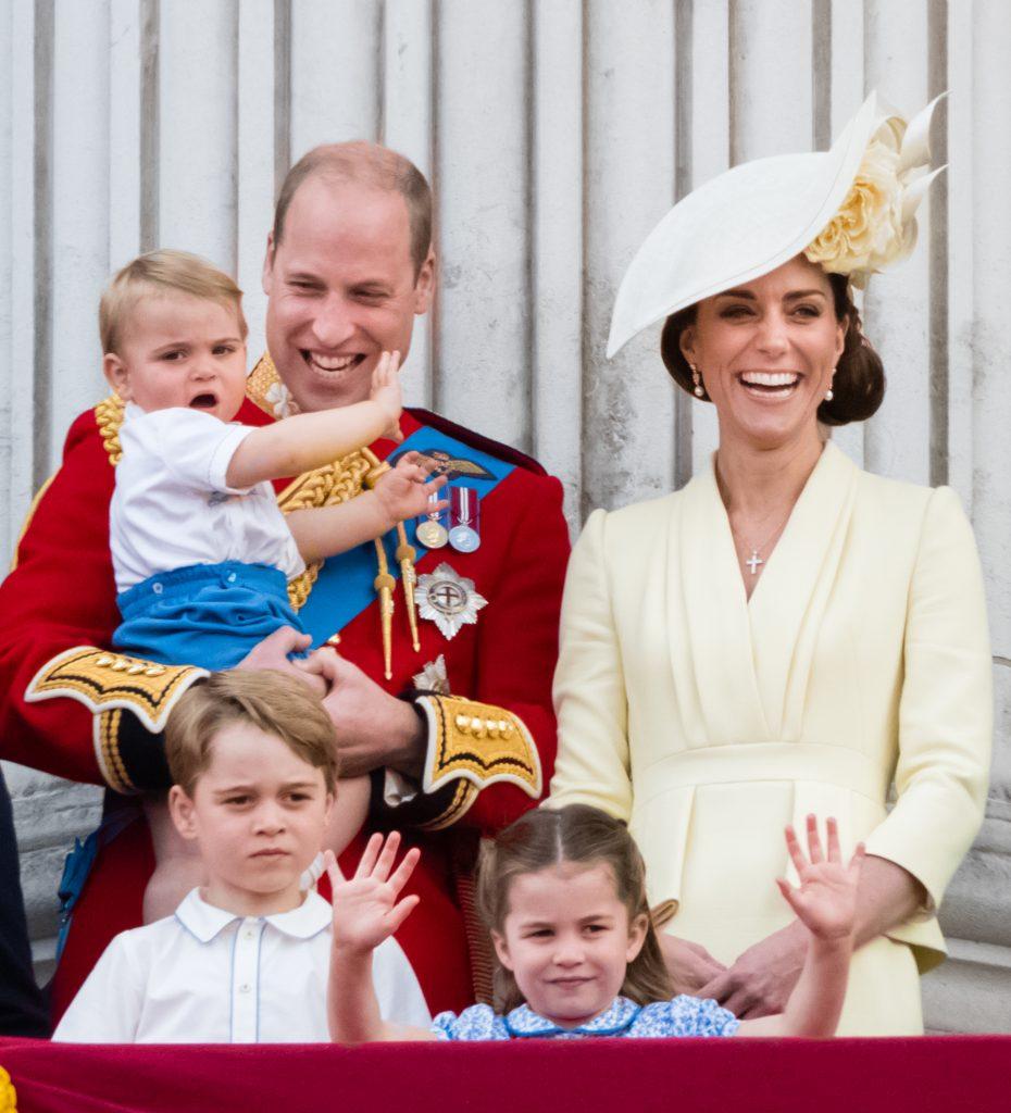 Le prince Louis, le prince George, le prince William, duc de Cambridge, la princesse Charlotte et Catherine, duchesse de Cambridge, apparaissent sur le balcon pendant Trooping The Colour, le défilé annuel d'anniversaire de la reine, le 08 juin 2019 à Londres, en Angleterre.