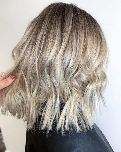 Balayage blond cendré moyen