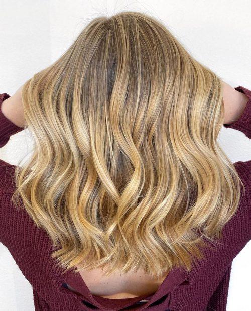 Blond chaud aux épaules