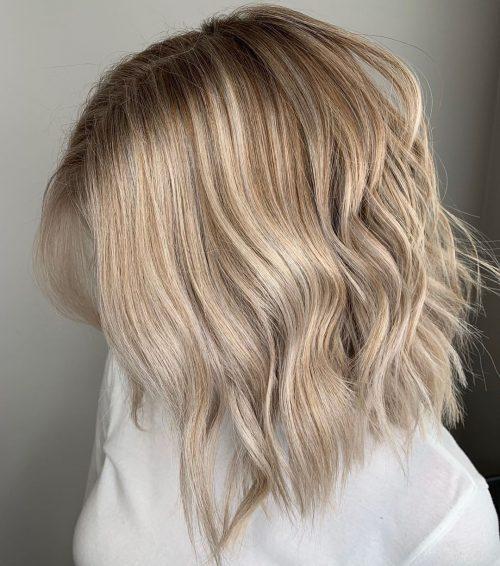Blond argenté aux épaules