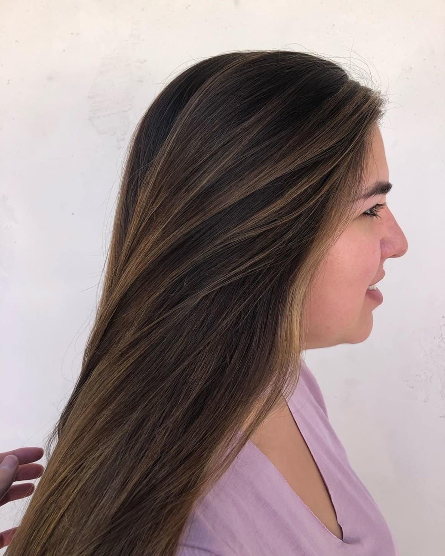 mèches marron clair sur cheveux noirs raides