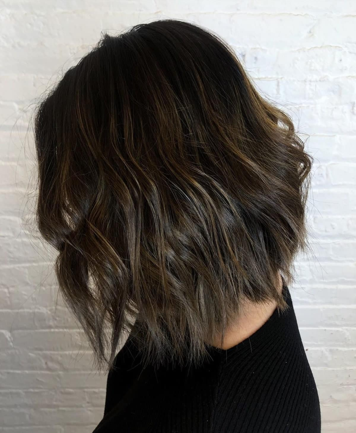 mèches marron champignon sur cheveux noirs courts