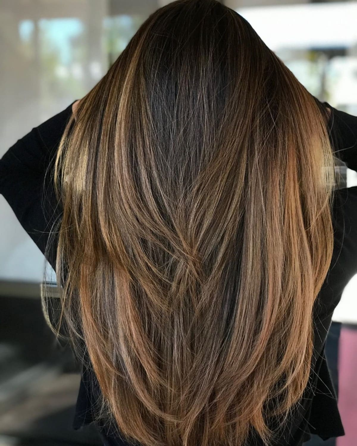 mèches brun doré sur cheveux noirs